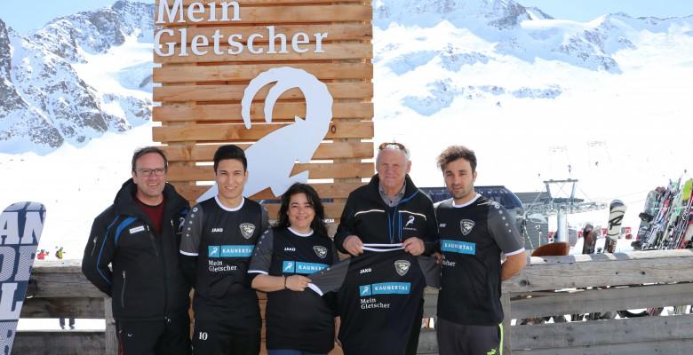 Premiere auf Skiern: Fußballer am Gletscher